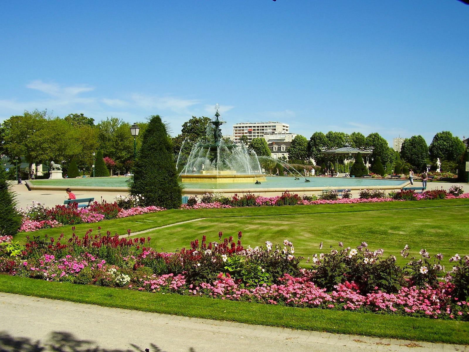 Travel inspired - Location - Jardin du Mail d\'Angers | itinari