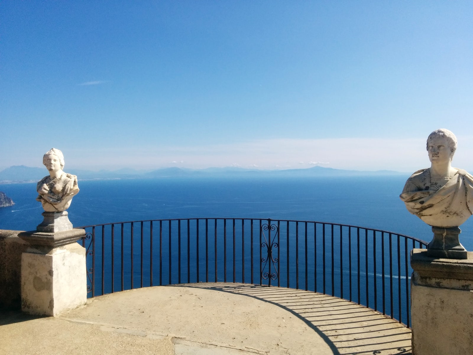 The breathtaking terrace of infinity in villa cimbrone for Terrace of infinity