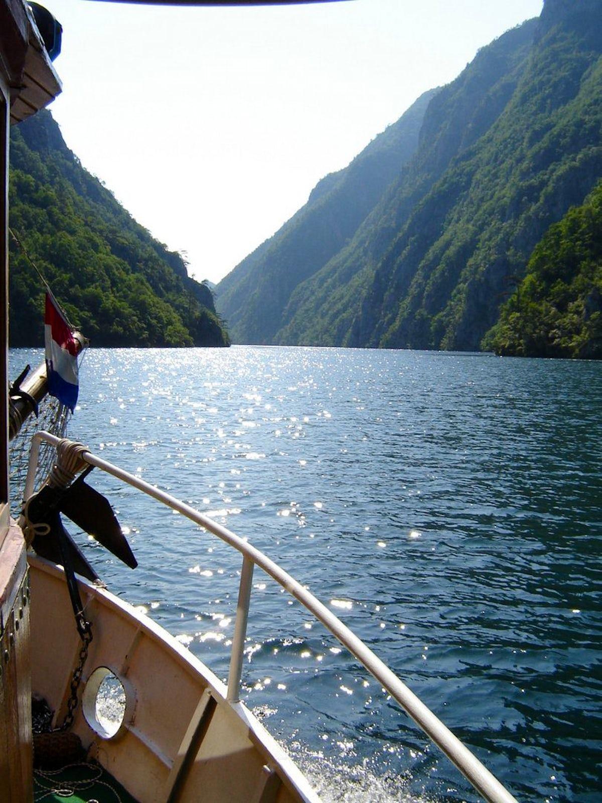 Explore the jewels of Višegrad by boat & train