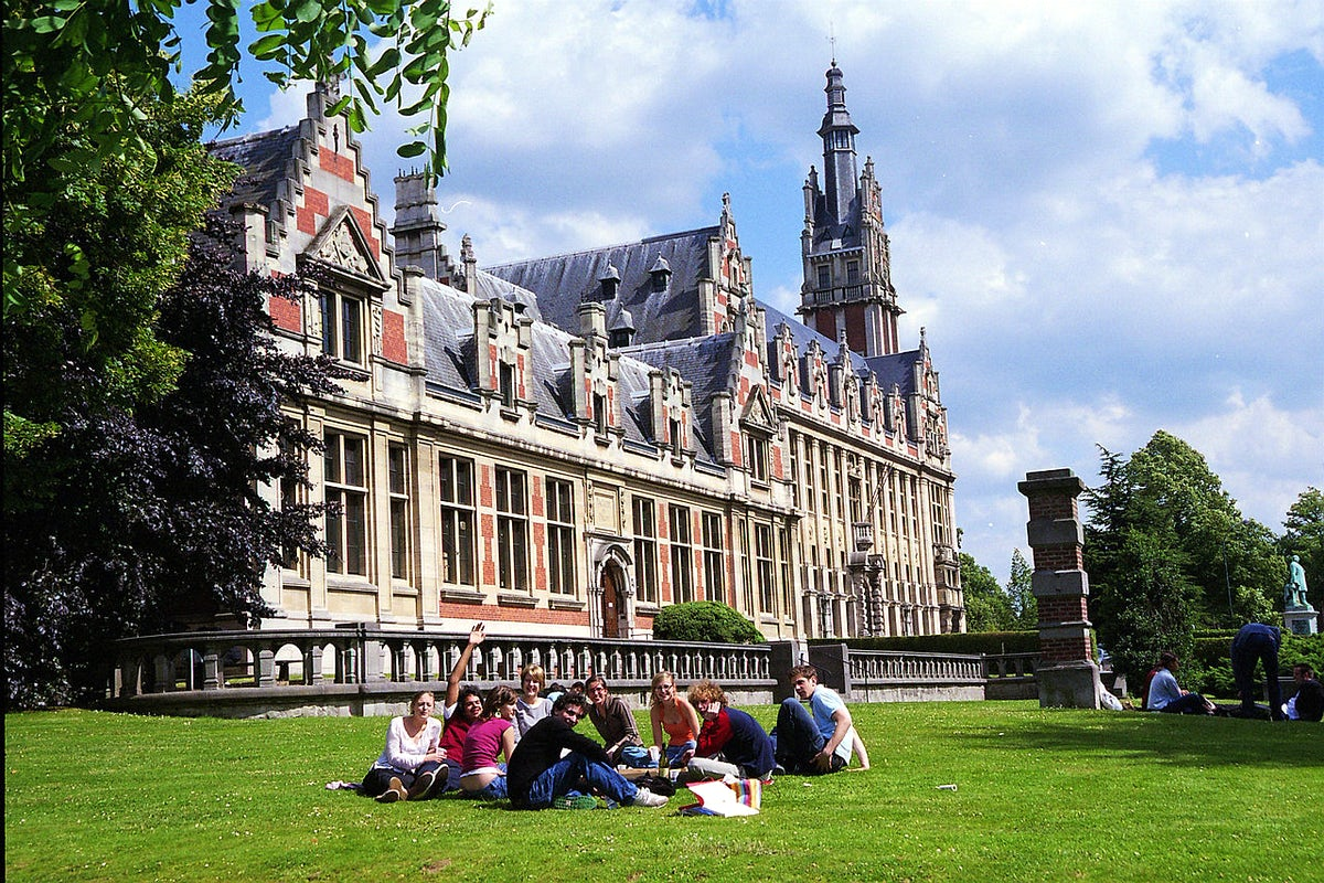 Welcome to the Université Libre de Bruxelles (ULB); A short guide to the student life.