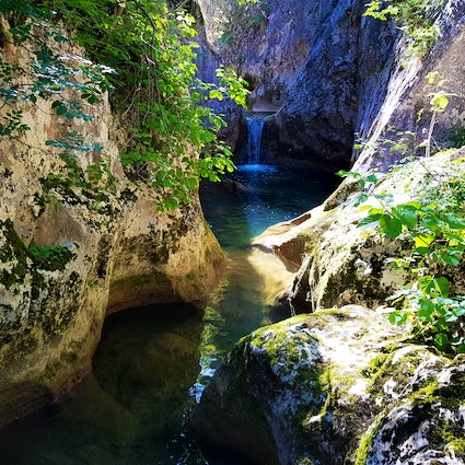 The artwork of nature: pools and pots of Nisevac Gorge