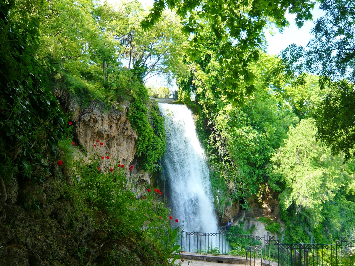 A majestic daytrip to Edessa's waterfalls & Pozar's natural spa!