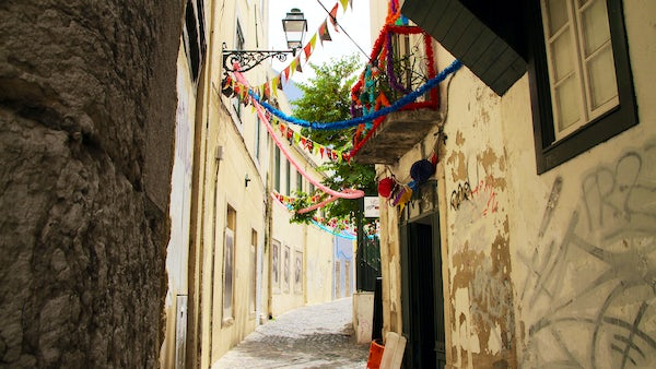 Charming Mouraria, in the mornings of June