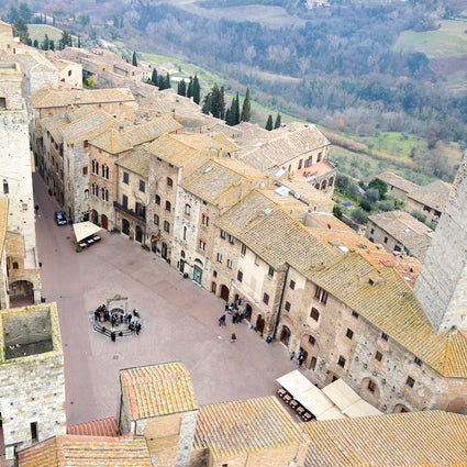 Piazzas in Italy: Piazza della Cisterna, San Gimignano