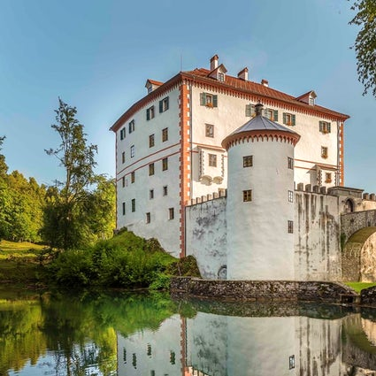 Snežnik Castle – the festivals, bears and wedding ceremonies